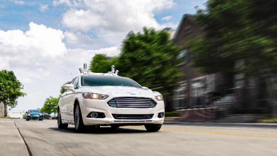 Autonom fahrender Ford Fusion Hybrid Versuchsträger.