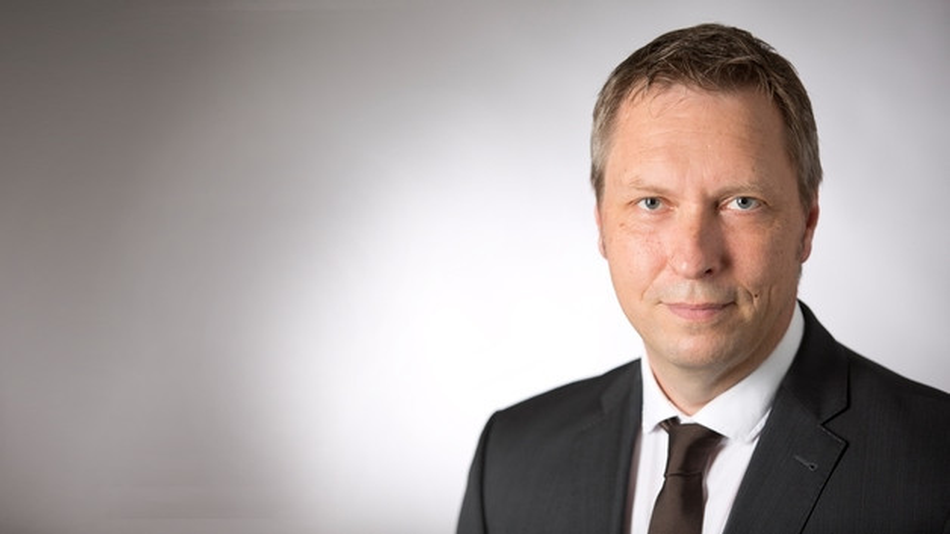 """""""Das Bild, das Medien von Industrie 4.0 zeichnen hat natürlich auch Auswirkungen auf die Mitarbeiterinnen und Mitarbeiter, die den digitalen Wandel in Unternehmen maßgeblich mitgehalten sollen"""", meint Prof. Volker Banholzer von der TH Nürnberg."""