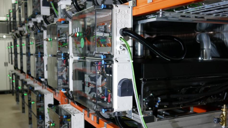Auch nach der vom Hersteller garantierten Betriebszeit sind Elektrofahrzeug-Batterien im stationären Betrieb noch voll einsatzfähig.