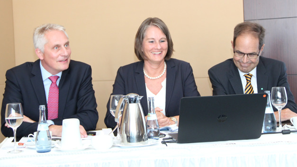 Die Entwicklung der Messe gibt Grund zur Freude beim Veranstalter Mesago. Geschäftsführer Martin Roschkowski, Bereichsleiterin Sylke Schulz-Metzner und Austellerbeiratsvorsitzender Dr. Peter Adolphs zeigen sich auf der Vorab-Pressekonferenz zur SPS gut gelaunt.