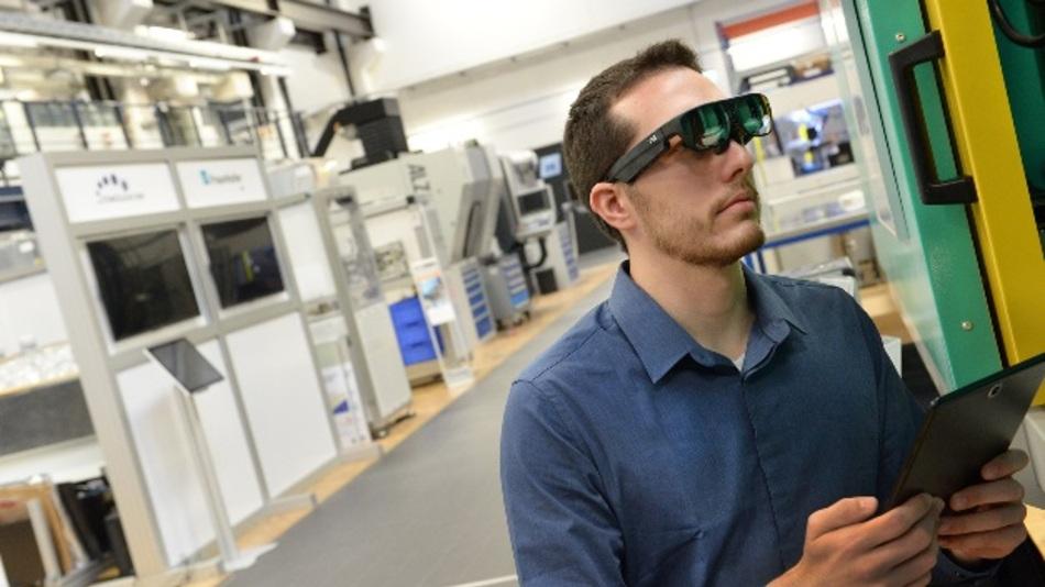 Tablets, Wearables und Smart Glasses könnten die Zukfunft in der produzierenden Industrie sein.