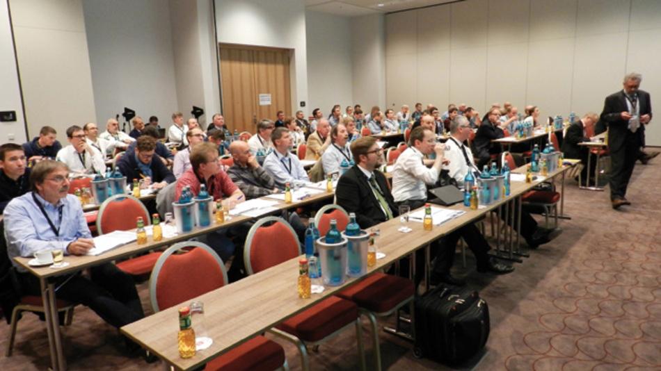 """175 Teilnehmer, Referenten und Aussteller nutzten im Juni dieses Jahres die Gelegenheit,  sich auf dem 1. Anwenderforum """"Passive für Profis!"""" über ganz spezielle Eigenschaften  passiver Bauelemente zu informieren und sich schulen zu lassen.  Das 2. Anwenderforum »Passive für Profis!« findet vom 27. bis 28. Juni 2017 im Novotel Messe München statt."""