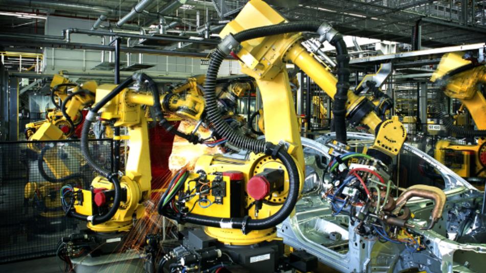Der Einsatz von Industrierobotern nimmt unter anderem im Automobilsektor zu.