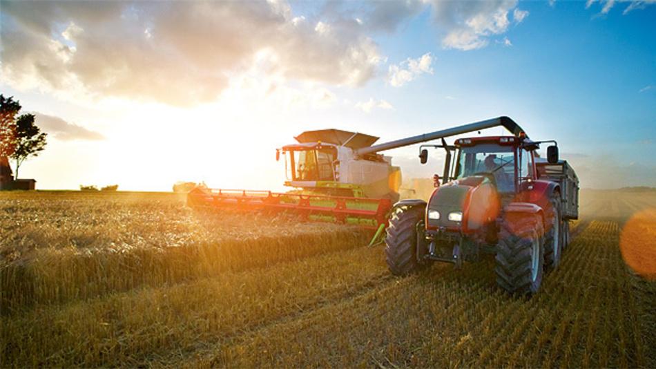 Bild 1. Eine Steigerung der Produktivität und Sicherheit bei Agrarfahrzeugen erfordert spezielle, oftmals Radar-basierte Fahrerassistenzsysteme.