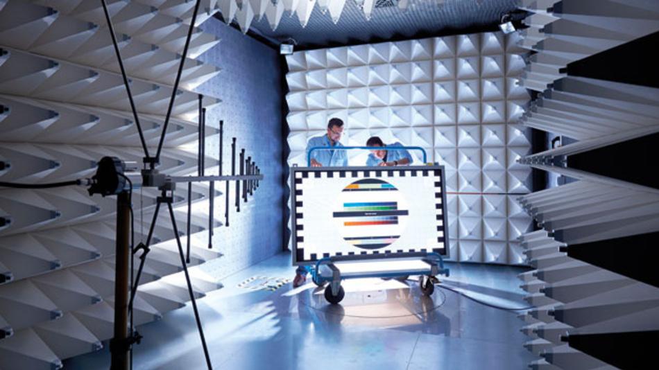 Data Modul hat als Display-Distributor begonnen und seine Kompetenzen schrittweise erweitert. In dieser EMV-Kammer stellen die Weikersheimer sicher, dass ein ausgeliefertes Modell bzw. eine Systementwicklung auch die EMV-Prüfung besteht.