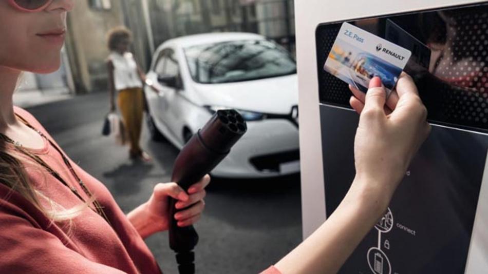 Mit Z.E. Pass von Renault lässt sich an 4.000 Ladenpunkten deutschlandweit das E-Fahrzeug unkompliziert aufladen.