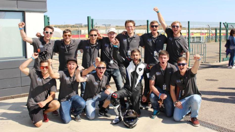 Das Team eLaketric hat als erstes Team einer deutschen Hochschule am Wettbewerb MotoStudent teilgenommen.
