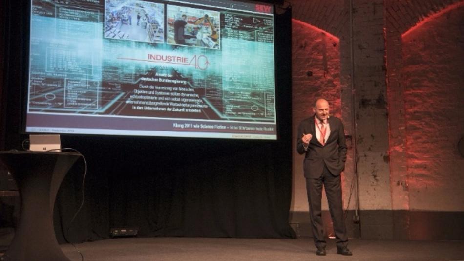 Dr. Hans Krattenmacher, Leiter der Elektronikentwicklung, SEW-EURODRIVE GmbH & Co. KG, stellte smarte Produktionsprozesse vor.