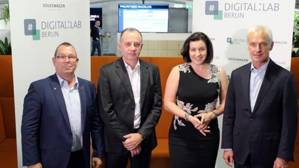 Heinz-Joachim Thust, Mitglied des Gesamtbetriebsrats, Dr. Martin Hofmann, CIO Volkswagen, Dorothee Bär, Parlamentarische Staatssekretärin BMVI, und Matthias Müller, CEO Volkswagen (vlnr), eröffneten das neue Digital Lab in Berlin.
