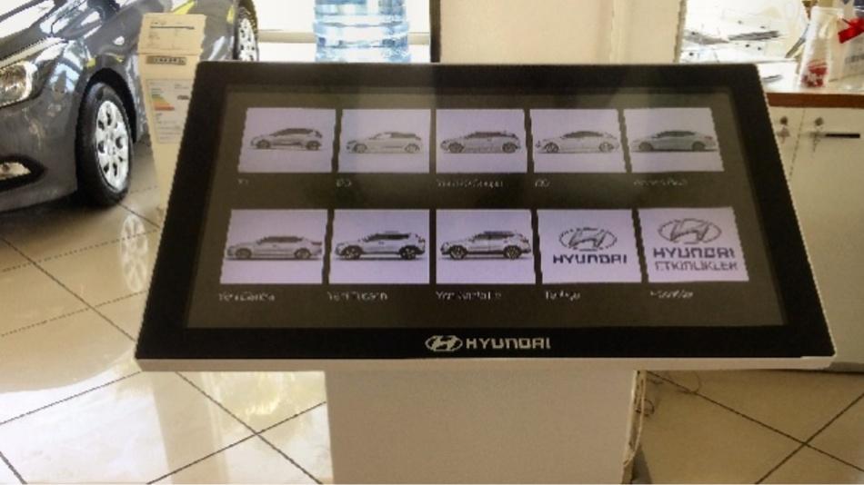 Die von Nerotouch mit Zytronic Touchsensoren erzeugten, 43 Zoll großen Multi-Touch-Tische sollen Informationen für Kunden und Vertriebsmitarbeiter von 80 Hyundai-Händlern greifbar werden lassen.