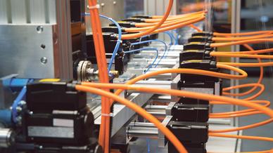 2_Dezentrale Antriebe direkt am Wickel- und Positionierprozess platziert