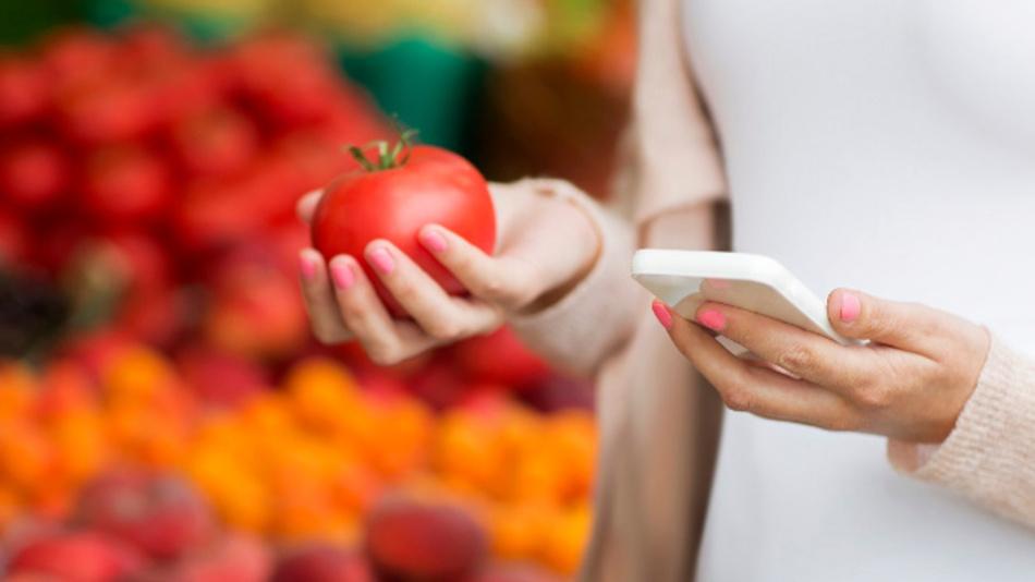 Kalorien- oder Nährwertsensor am Smartphone: Mit der ersten breitbandigen Infrarot-LED von Osram Opto Semiconductors werden Nahinfrarot-Spektrometer zur Messung von Fett- Eiweiß-, Wasser- oder Zuckergehalt alltagstauglich.