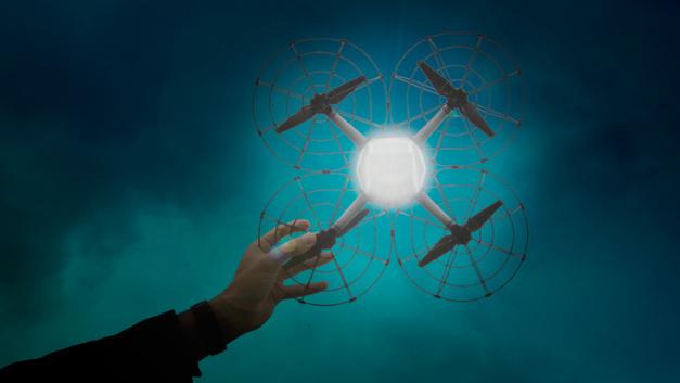Shooting Star ist ein echtes Federgewicht. Die Drohne wiegt nur 280 g und ist mit einem weichen und leichten Gehäuse ausgestattet.
