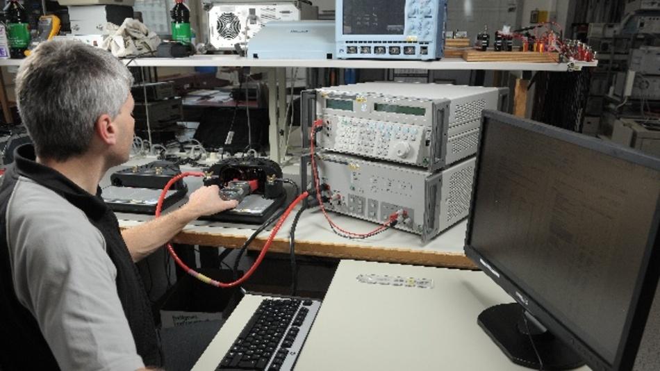 Kalibrierung auf kurzen Wegen - esz und Aptomet kooperieren im »calibration expert network«.