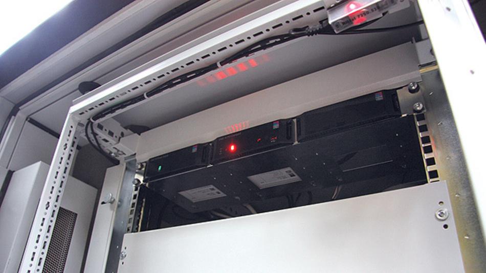 Bild 3. Die DET-AC III von Rittal ermöglicht durch die integrierte CAN-Bus Schnittstelle eine direkte Anbindung an das Monitoring System CMC III.