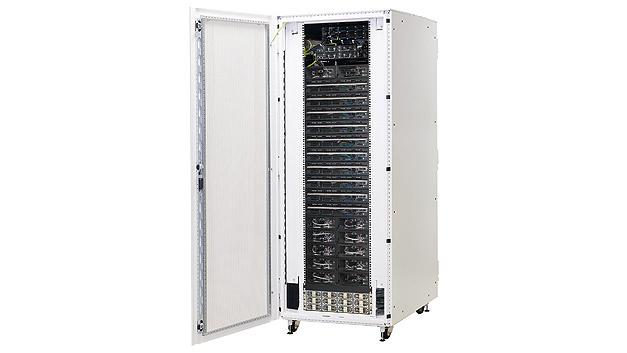 Bild 1. Der Schroff-Compute-and-Storage-Schrank basiert auf einem Schrank mit ToR Switches, einem Einschub für die Stromversorgung sowie Fachböden für die Einschübe von Rechen- und Speicheranwendungen.