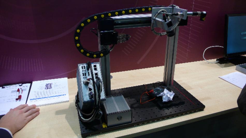 Der Edge Controller IC-3173 von National Instruments steuert hier eine 3D-Bildverarbeitungs-Anwendung nach dem Lasertriangulationsprinzip.