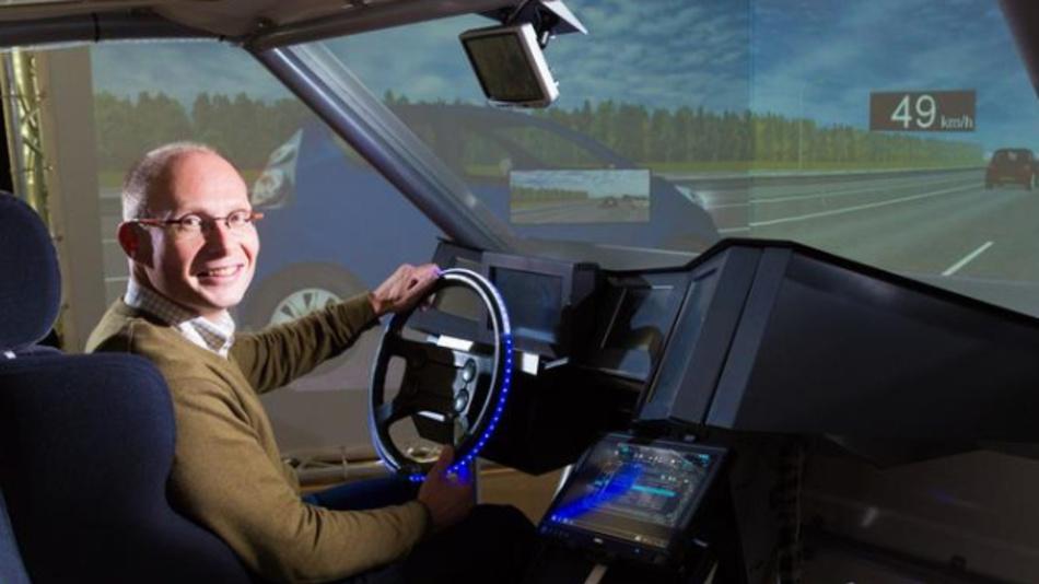 Arie Paul van den Beukel im Fahrsimulator.
