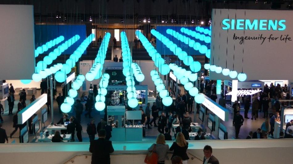 Der Siemens-Messestand in Halle 11 ist hier aus der Vogelperspektive zu sehen.