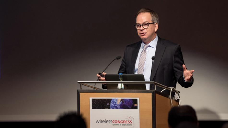 Bild 3. Prof. Dr.-Ing. Hans D. Schotten, Universität Kaiserslautern und Deutsches Forschungszentrum für Künstliche Intelligenz GmbH, stellte in seinem Keynote-Vortrag die Anforderungen der Industrie dar, die von der fünften Mobilfunkgeneration erfüllt werden sollen.