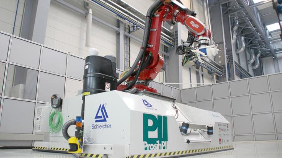 Mobiler CNC-Roboter für die Bearbeitung von CFK-Großstrukturen.