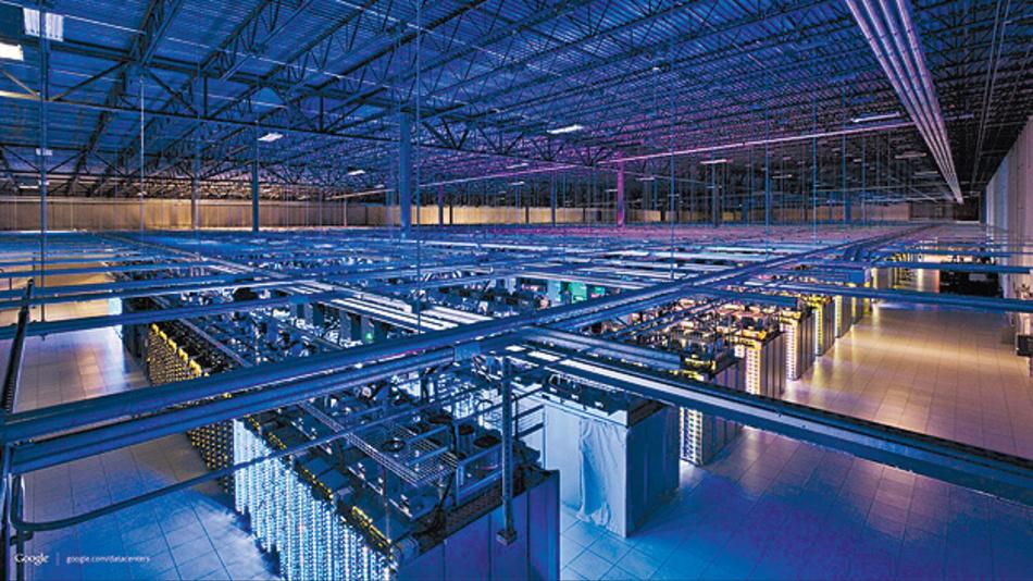 Bild 1. Rechenzentren wie die von Amazon, Google und Co. sind sehr energieintensiv. Zahlreiche Betreiber nutzen daher Strom aus erneuerbare Energiequellen, um sich ein grünes Image zu geben, oder bauen Rechenzentren in Polarkreisnähe, um Energie zum Kühlen zu sparen.