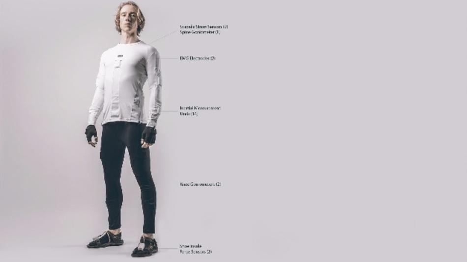 41 Sensoren erfassen jede Bewegung. Bart Klaassen mit dem INTERACTION-Anzug