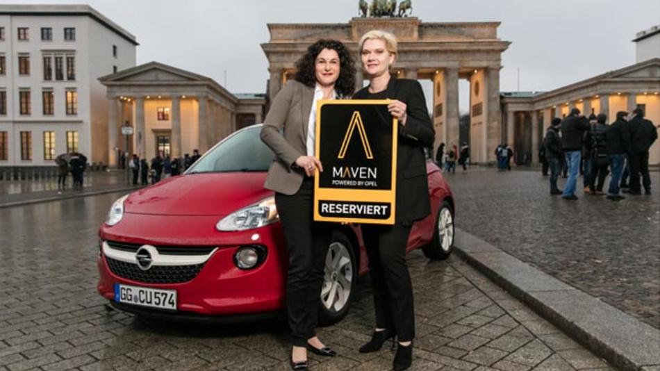 Opel-Marketingchefin Tina Müller (links) und Julia Steyn, Vice President Urban Mobility and Maven bei GM (rechts), bei der Vorstellung des Mobilitätskonzepts Maven