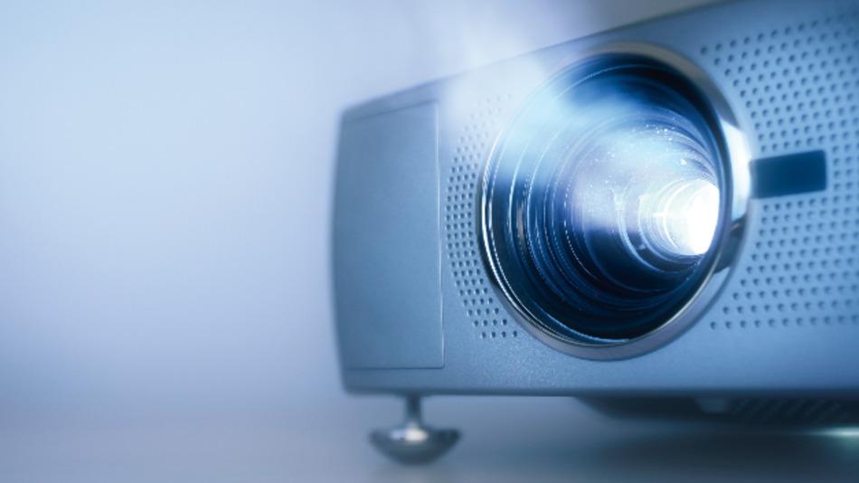 Die Methode der Laserprojektion löst das Problem der schwachen Helligkeit von Mini-Projektoren. Das ging bisher auf Kosten einer hohen Leistungsaufnahme - ein Ausweg scheint aber in Sicht.