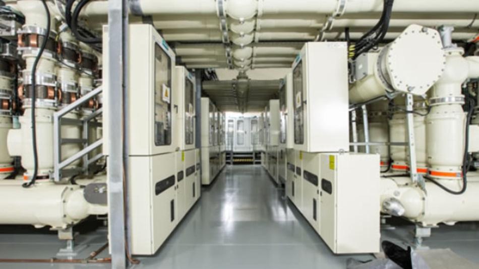 Gasisolierte Schaltanlagen können höchste Stromstärken in Sekundenbruchteilen sicher auf andere Stromkreise um- oder abschalten.