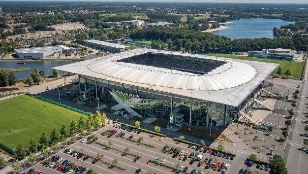 Die Volkswagen Arena des VfL Wolfsburg erstrahlt künftig im neuen (Flut-)Licht