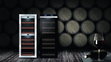 Alle Caso-Weinschränke haben blaue LED- oder LCD-Temperaturanzeigen, eine zuschaltbare Innenbeleuchtung und kugelgelagerte Holzlagerböden. Isolier-Sicherheitsglas mit UV-Schutz sorgt für sparsamen Stromverbrauch.