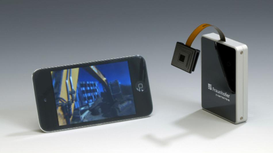 Der Prototyp überträgt die Bilder der Kamera noch via Bluetooth über eine Sendebox an das Smartphone.