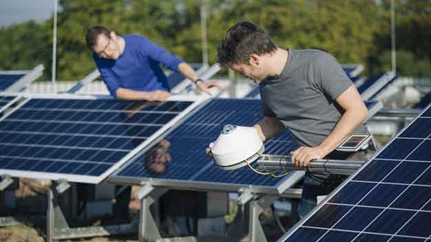 In einer breit angelegten Studie ermitteln E.ON, das Bayerische Zentrum für Angewandte Energieforschung und das Fraunhofer-Center für Silizium-Photovoltaik die Qualität von Solaranlagen in Deutschland.