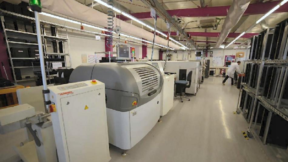 Bei der PCB-Fertigung kommt u.a. die Pin-in-Paste-Technologie zum Einsatz.