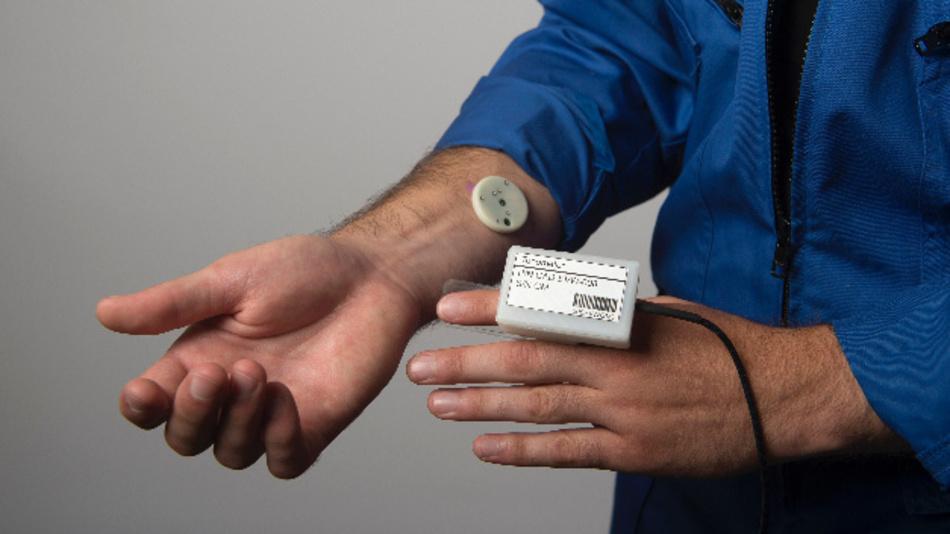 Die französische Firma BodyCap zeigt auf der CES unter anderem ihr Wearable e-TACT.