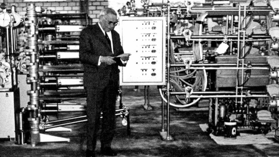 1926 beginnt die Lackdrahtfertigung bei Leoni, die bis in die 60er Jahre in mehreren deutschen Standorten betrieben wird. Im Jahr 1989 wird die Fertigung von Lackdrähten eingestellt und die Maschinen verkauft.