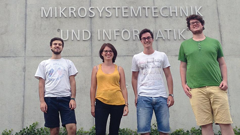 """Bild 1. Vier Studenten von der Albert-Ludwigs-Universität Freiburg wurden für ihren energieautarken Sturzsensor-Prototyp """"BodyWarn"""" mit dem zweiten Platz ausgezeichnet."""