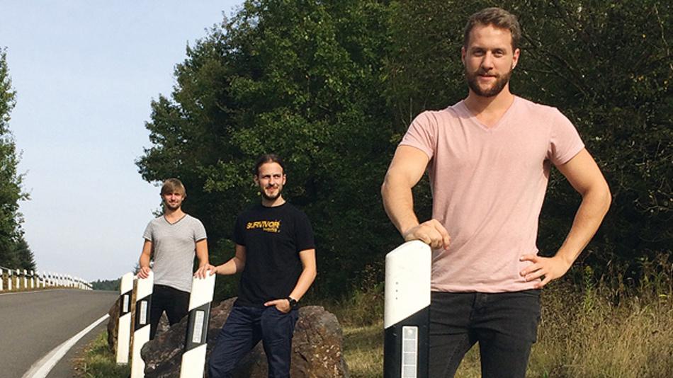"""Bild 1. Julian Neu, Benjamin Kirsch und Daniel Gilo (von vorne nach hinten) überzeugten die Jury mit dem Projekt """"Ghostbuster""""."""