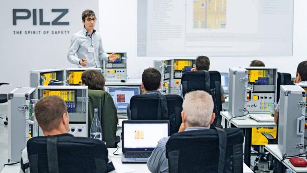 Pilz setzt das deutschlandweite Seminarprogramm »Automation on Tour« im Jahr 2017 fort. Neben den beiden Seminarreihen gibt es nun auch einen Workshop zur sicheren Antriebstechnik.