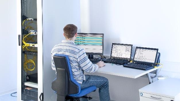 TÜV-Süd-Experten untersuchen, ob Unternehmensprozesse und -daten sicher sind.