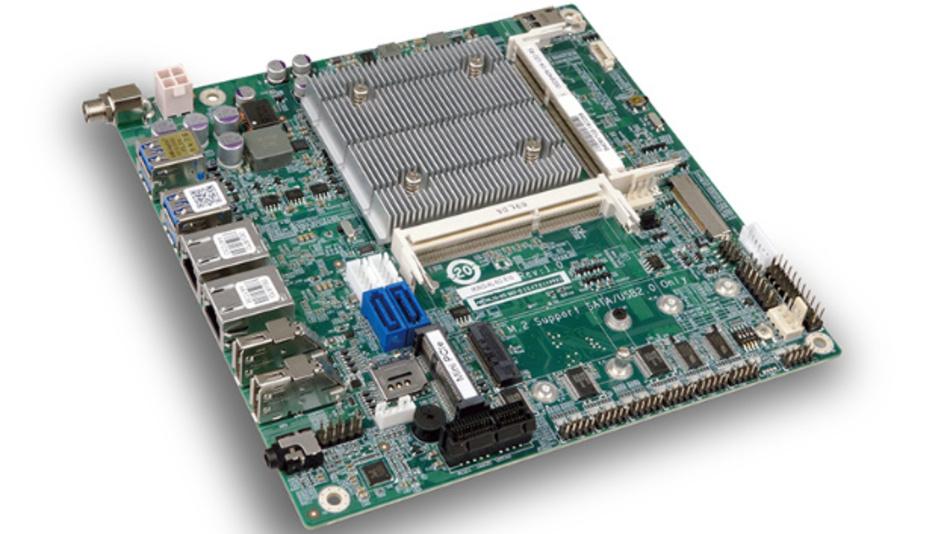 Auf dem ITX-Board tkino-al (170 x 170 mm²) hat ICP neben den drei Display-Ausgängen auch 4 USB-Schnittstellen und 2 Ethernat-Anschlüsse als externe Ausgänge untergebracht.