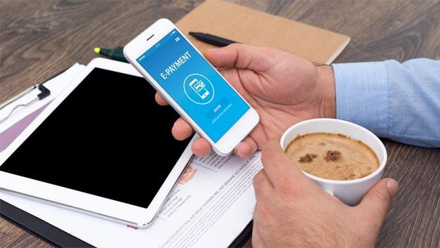 Via Mercedes pay, dem ehemaligen Zahlungsdienstleister PayCash Europe, können Daimler-Kunden zukünftig Mobilitätsdienstleistungen einfach per Smartphone bezahlen.