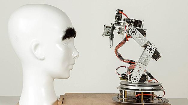 """Bild 1. Ein Studententeam von der Hochschule Furtwangen überzeugte mit dem Prototyp eines """"Augenbrauen-Trimm-Systems"""""""