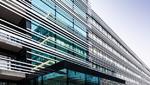 Ins Gebäudedesign integrierte Balkone bieten den Mitarbeitern zusätzliche Kommunikationsflächen.