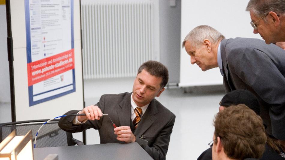 Prof. Holger Heuermann, FH Aachen: »Mit dem Einsatz von Zündsystemen auf Basis von RF Energy ließen sich der Kraftstoffverbrauch und der Schadstoffausstoß deutlich senken: Ein Ottomotor mit dem Wirkungsgrad eines Dieselmotors wäre möglich.«