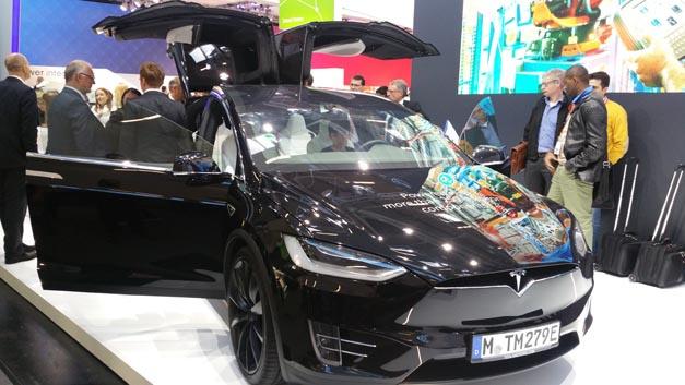 Infineon ist der CharIN beigetreten. Sein Know-how im Bereich Elektromobilität u.a. für Tesla zeigte der Halbleiterhersteller auf der Electronica 2016.