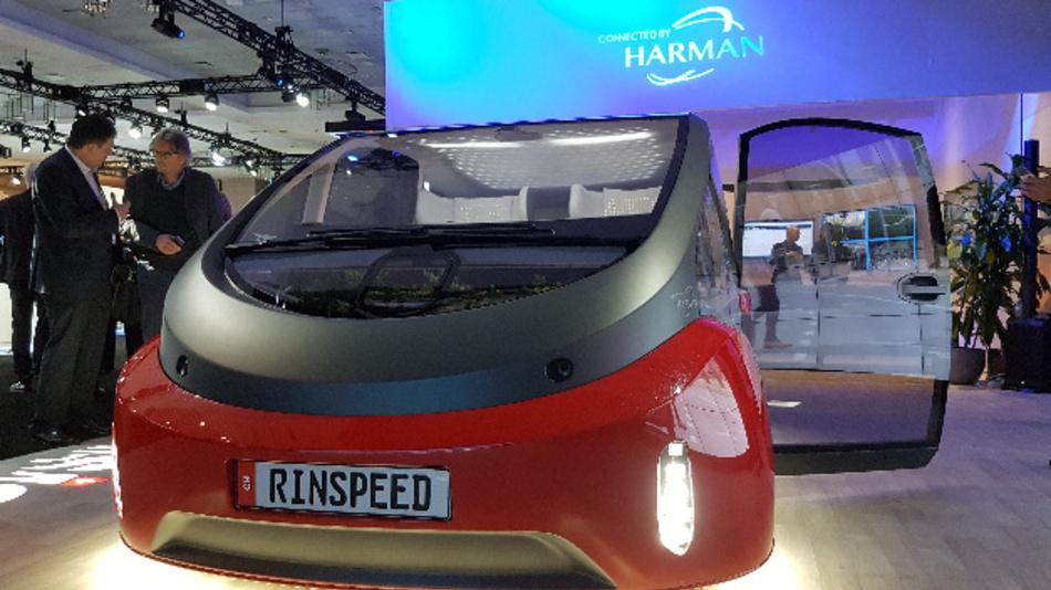 Harman stellte den Rinspeed Oasis in der eigenen Ausstellung im Hardrock Hotel & Casino vor.