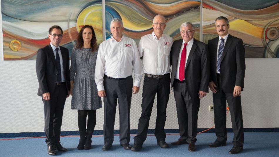 Die Geschäftsleitung der Firma Physik Instrumente und die Geschäftsleitung der Firma ACS Motion Control bei der Bekanntgabe der Übernahme der Mehrheitsanteile von ACS.