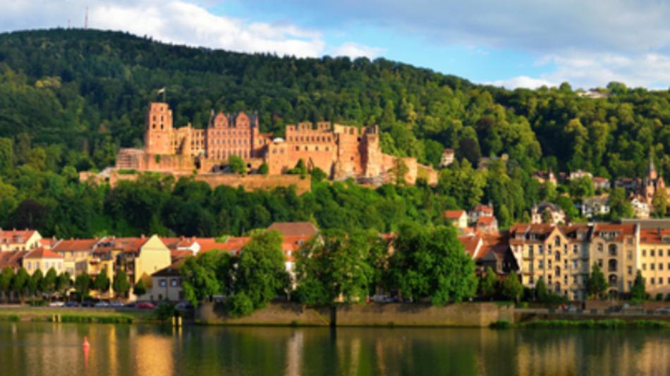 Majestätisch blickt die Schlossruine Heidelberg auf das Neckartal.